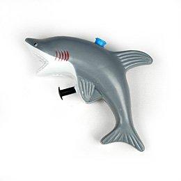 Grand requin lance-eau