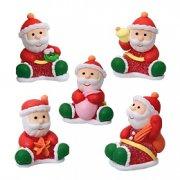 5 Pères Noël assis
