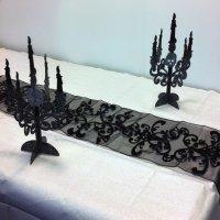 Contient : 1 x Chemin de table Baroque