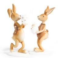 Couple lièvres avec oeuf de Pâques