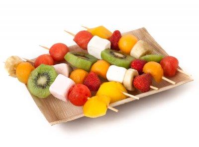 des brochettes de fruits et bonbons recette anniversaire enfant annikids. Black Bedroom Furniture Sets. Home Design Ideas