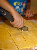 Étalez la pâte au rouleau